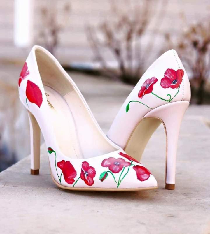 Pantofii ei – intre arta sibusiness